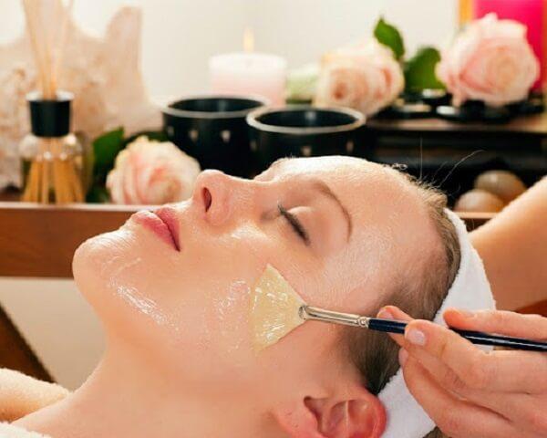 Tìm hiểu về cách dùng dầu oliu massage mặt